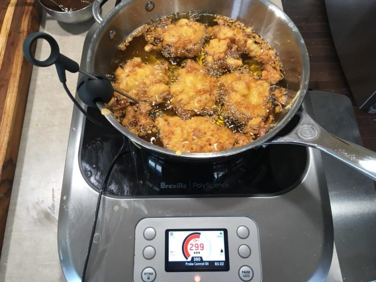 Deepfrying vegetable pakora on the Breville PolyScience Control Freak